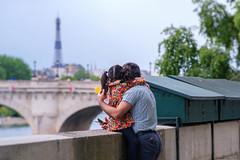 Tu vois là bas c'est la Tour Eiffel !