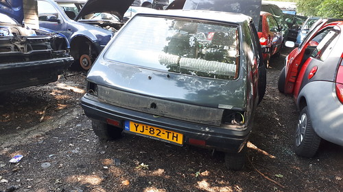 Peugeot 205 , YJ-82-TH