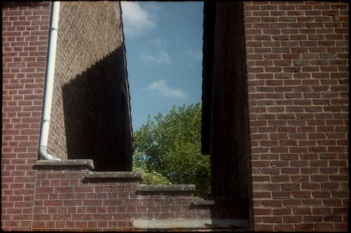 Un bout de ciel entre deux murs
