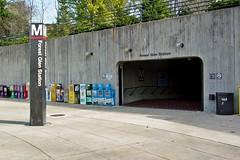 Entrance to Forest Glen station