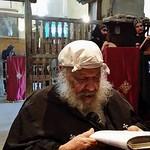 الراهب القمص فانوس الانبا بولا يقرأ