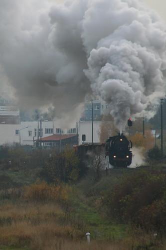 2008-10-31; 0022. Loc 52 8079-7 met WEG 32a. Leimbach. Plandampf 2008, Dampf trift Kies.
