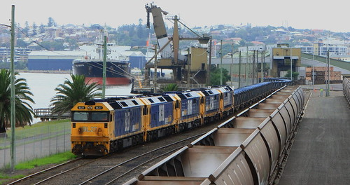 BL27 + BL30 + 8109 + 8138 & 8111 SHUNTING ORE CONTAINERS CARRINGTON 4th Feb 2012.
