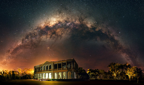 Milky Setting above the New Norcia Hotel, Western Australia