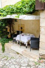 Attention en sortant de table... - Photo of Castillon-la-Bataille