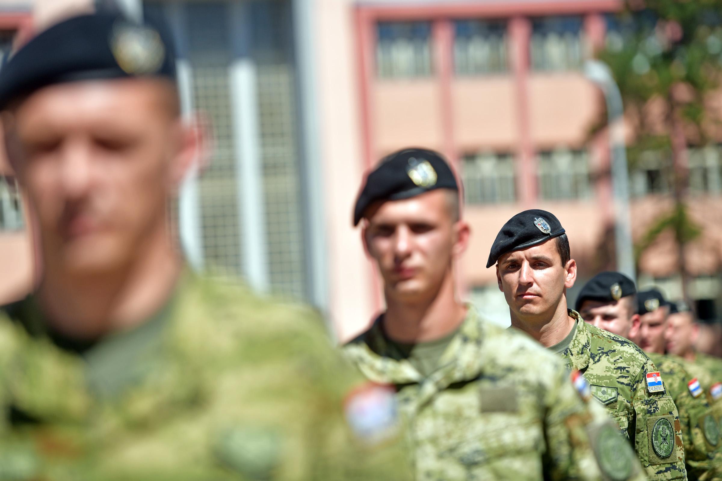 Primopredaja dužnosti zapovjednika bojne Vukovi u Gospiću