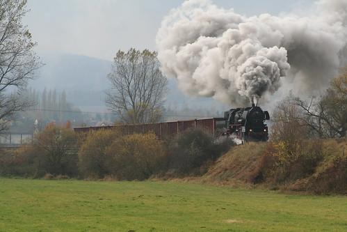 2008-10-31; 0028. Loc 52 8075-5 met WEG 32b. Unterrohn. Plandampf 2008, Dampf trift Kies.