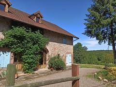 Maison typique des Vosges avec son porche