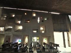 La nef et ses vitraux