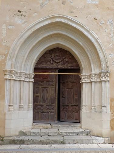 Montaut, Landes: porte principale de l'église Sainte Catherine