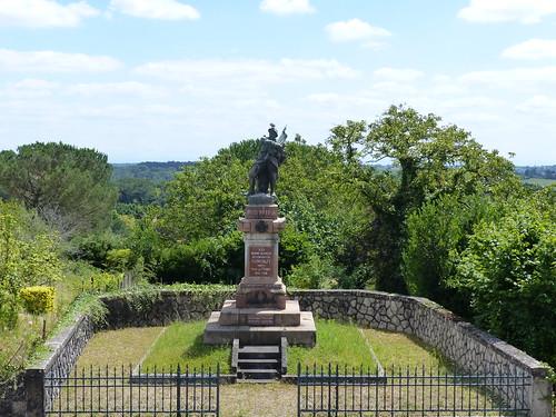 Montaut, Landes: monument aux morts, 1924, entrepreneur  E. Gourdon
