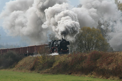 2008-10-31; 0029. Loc 52 8075-5 met WEG 32b. Unterrohn. Plandampf 2008, Dampf trift Kies.