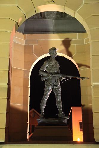 2010-07-06_1955-37a War Memorial at Bathurst