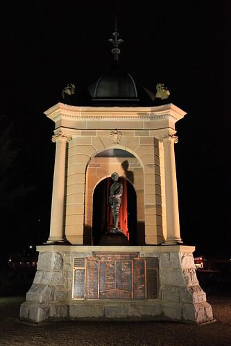 2010-07-06_1954-19a War Memorial at Bathurst