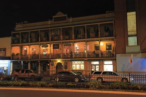 2010-07-06_1908-06a Royal Hotel at Bathurst
