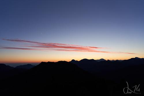 Levé de soleil sur  la montagne D'Hirmentaz (pointe de Miribel)