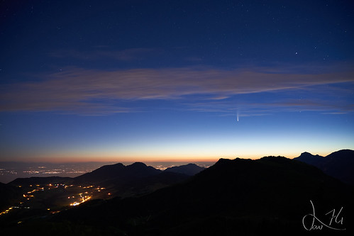 Comète Neowise au dessus du lac Léman (Pointe de Miribel)