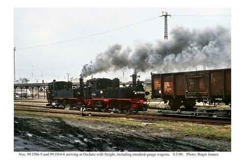 Oschatz. 99.1586.9 and 99.1564.6 on a freight. 9.3.90
