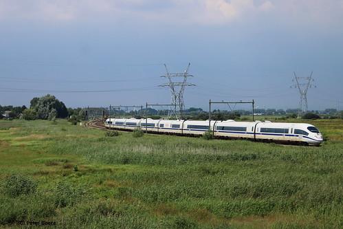 ICE 4601 in Keverdijk, 18-07-2020