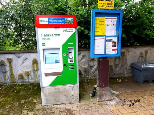 DE-99894 Friedrichroda Bahnhof Fahrkartenautomat im Juli 2020