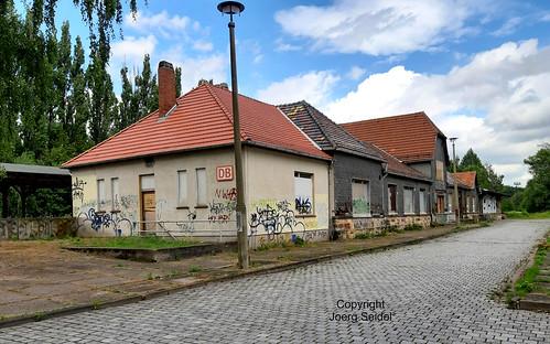 DE-99894 Friedrichroda Bahnhofsgebäude  im Juli 2020
