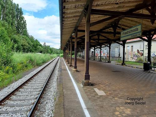 DE-99894 Friedrichroda Bahnhof im Juli 2020