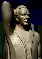 José Gomes Ferreira[Poet] (1899-1985) - Francisco Simões [Sculptor] ()