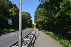 Straße und Fußweg (137FJAKA_4221)