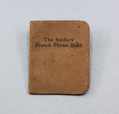 86.134.E Booklet The Soldiers French Phrase Book Felt & Tarrant Mfg. Co Chicago Date 1918 Tan