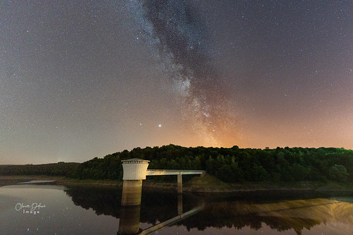 The Milky Way above the Gileppe Dam