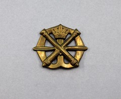 73.102.A Insignia Air Defence Artillery Beret Badge of the Royal Netherlands Army Crown propeler and crossed canon missing clip Bronze