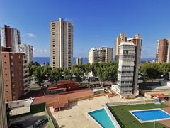 Fabulosas vistas al mar, todo exterior, muy soleado. Solicite más información a su inmobiliaria de confianza en Benidorm  www.inmobiliariabenidorm.com