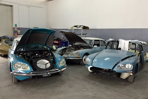 One of the most beautiful Italian garage for the restoration of Citroën