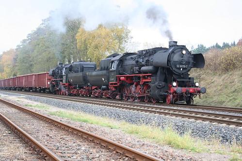 2008-10-31; 0053. Loc 52 8079-7 en 52 8075-5 met WEG 37n. Marksuhl. Plandampf 2008, Dampf trift Kies.