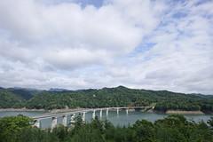 シューパロ湖に架かる新白銀橋