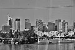la ville en noir et blanc