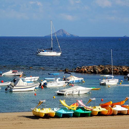 Al fondo Isla Grosa y el islote El Farallón - In the background Isla Grosa and the islet  El Farallón