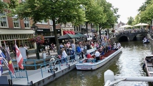 Drukte bij de rondvaartboot /busy at the tour boat in Alkmaar