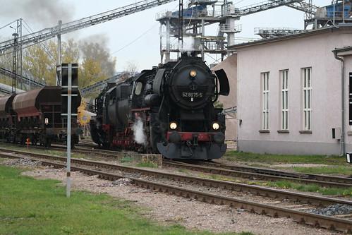 2008-10-31; 0062. Loc 52 8079-7 en 52 8075-5 rangeren WEG 391n, Vorabfuhr Railion ex 60562. Immelborn. Plandampf 2008, Dampf trift Kies.