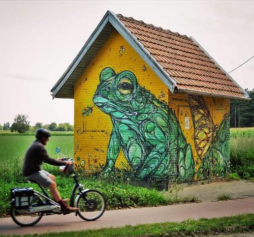 Waiting for #homedelivery ... #streetart by #Dzia in #rumst. . #streetphotography #urbanart #muralart #graffitiart #streetartbelgium #graffitibelgium #urbanart_daily #graffitiart_daily #streetarteverywhere #streetart_daily #ilovestreetart #igersstreetart