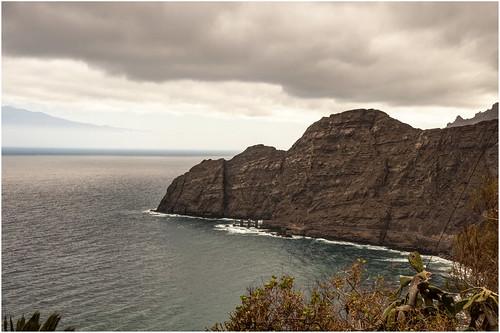 266- ACANTILADOS EN LA  GOMERA (Canarias)