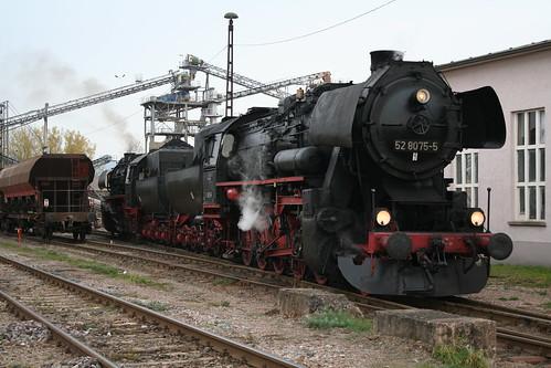 2008-10-31; 0068. Loc 52 8079-7 en 52 8075-5 rangeren WEG 391n, Vorabfuhr Railion ex 60562. Immelborn. Plandampf 2008, Dampf trift Kies.