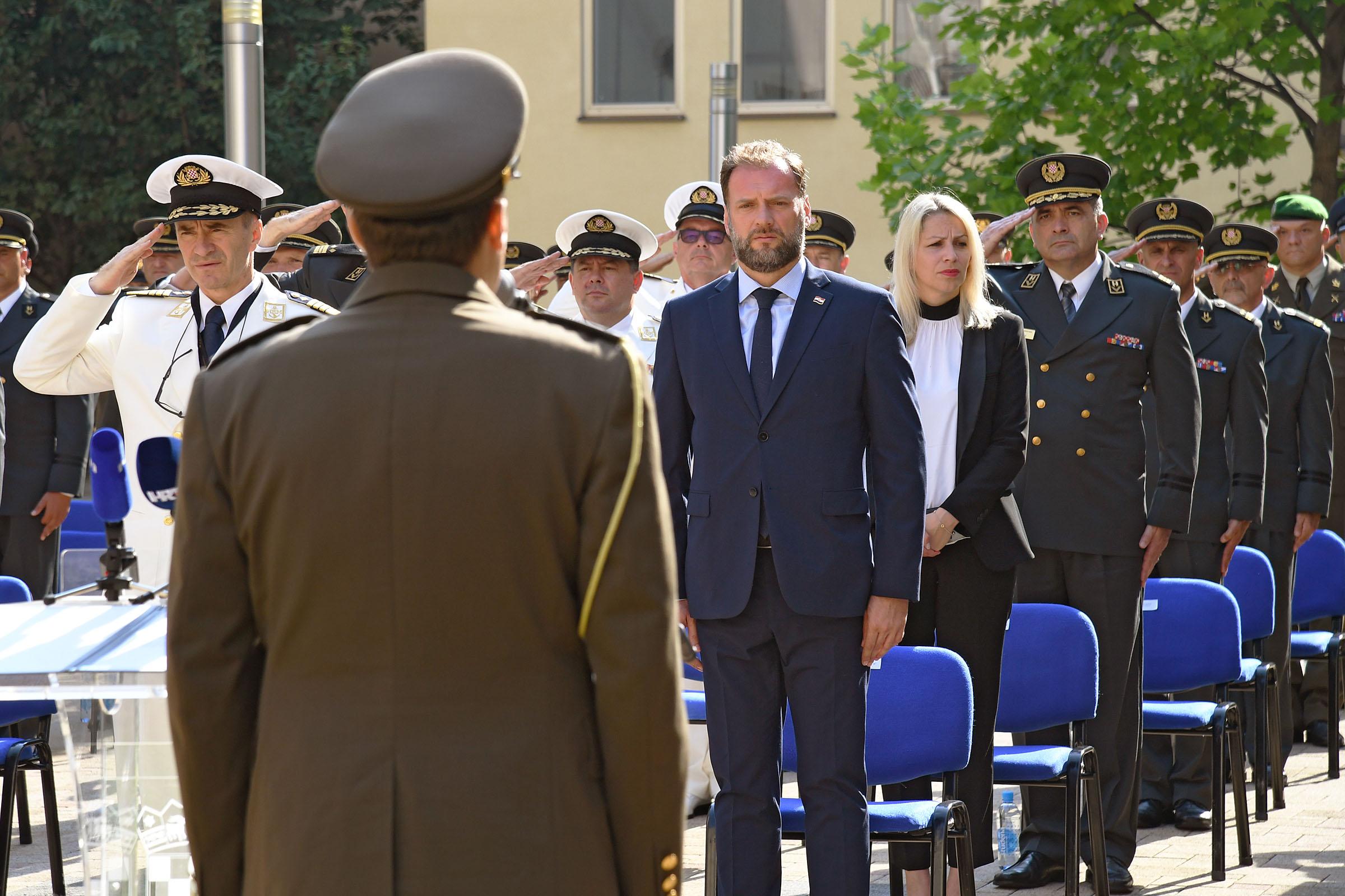 Održana svečana dodjela činova i pohvala u MORH-u