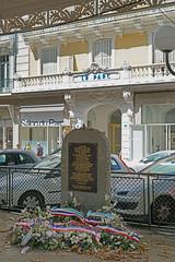 Le mémorial aux Déportés Juifs devant l'ancien hôtel du Parc (Vichy)