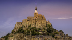 Le Mont Saint Michel à l'Heure Dorée.