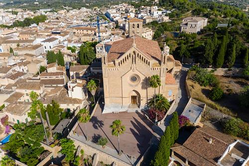 Drohnenaufnahme: Pfarrkirche in Artà, Mallorca. Església parroquial de la Transfiguració del Senyor