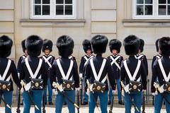 Danish Royal Life Guards / Den Kongelige Livgarde, vagtskifte på Amalienborg