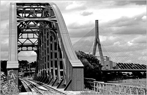 Pont du chemin de fer entre le canal de Monsin et la Meuse et Pont de Wandre, Wandre, Liège, Belgium