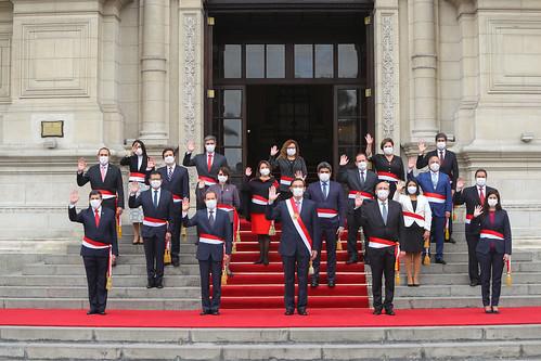 Presidente Martín Vizcarra toma juramento al nuevo Gabinete Ministerial, presidido por el nuevo premier, Walter Martos.