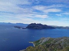 Vengsøya og Gjøssøya (til venstre)